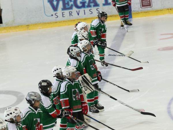 Nedēļas nogalē spēles aizvada LSSS jaunie hokejisti