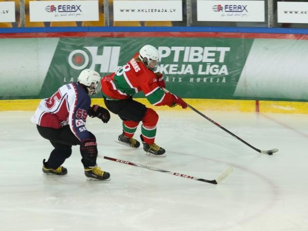 Hokeja juniori mājās gūst uzvaru