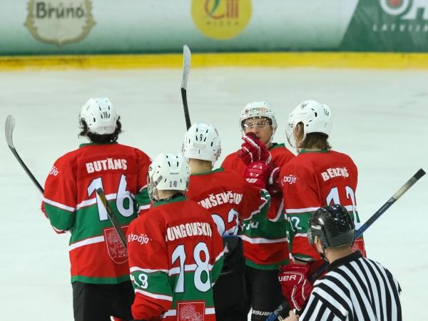 Jaunie hokejisti aizvada kārtējās spēles