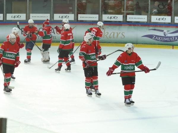 Hokeja junioriem divas uzvaras mājās