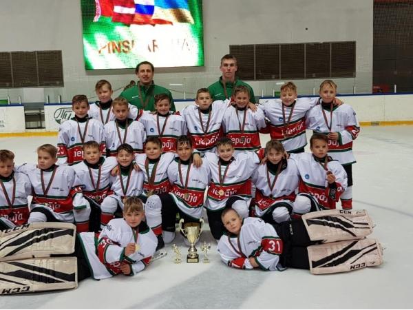 U11 hokejisti no turnīra Baltkrievijā atved 1. vietu