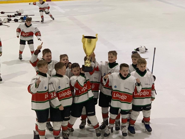 U11 hokejisti sezonu noslēdz kā Latvijas Bērnu un jaunatnes  čempioni