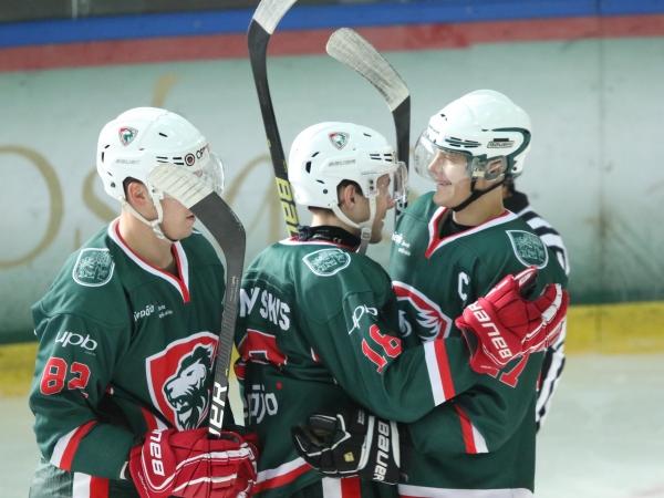 JAHL hokejisti spēlē pārliecinoši