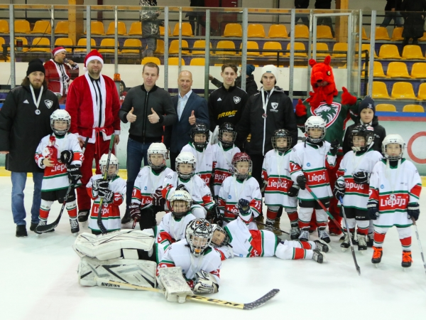 Turnīru aizvada paši jaunākie hokejisti