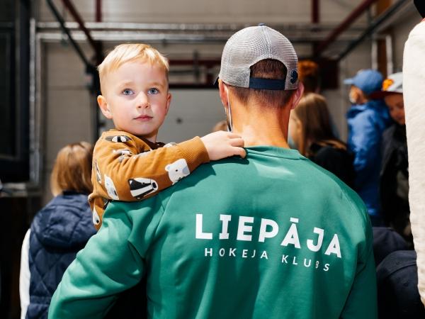 Aizvadīta hokeja diena Liepājas Olimpiskā Centra ledus hallē